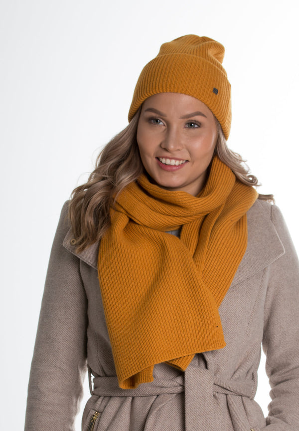 Fron knitted wool scarf