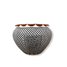Load image into Gallery viewer, Acoma Intricate Design Pot
