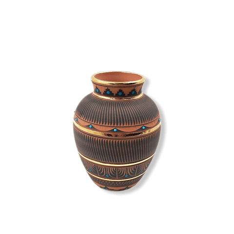 Image of Etched Navajo Medium Pot W/ Gold By L. Smith