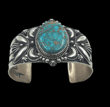 Load image into Gallery viewer, Navajo Pilot Mountain Turquoise Bracelet
