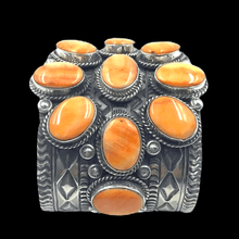 Load image into Gallery viewer, Navajo Wide Spiney Oyster Cuff Bracelet