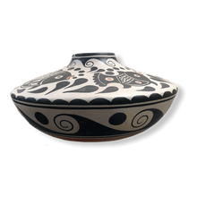 Load image into Gallery viewer, Santo Domingo/Kewa Fish Pot by Thomas Tenorio