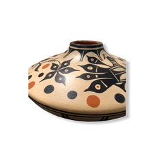 Load image into Gallery viewer, Thomas Tenorio Traditional Fired Pot Santo Domingo