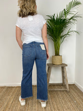 Load image into Gallery viewer, DL Hepburn Wide Leg High-Rise Jeans Barlowe