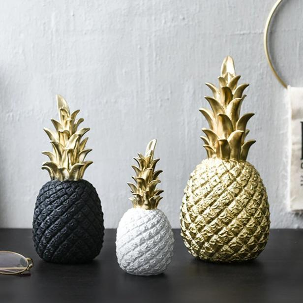 INSPIRA LIFESTYLES - Pineapple Sculptures - ACCESSORIES, BLACK, DECOR, DECORATION, GOLD, PINEAPPLE, RESIN, SCULPTURE, WHITE