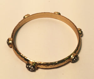 Stunning bangle with rhinestones