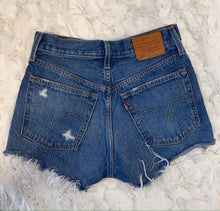 Load image into Gallery viewer, Levi Denim Shorts- size 24