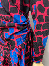 Load image into Gallery viewer, Graphic 1980s Wrap Dress