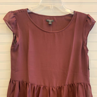 Primary Photo - BRAND: ANN TAYLOR STYLE: TOP SHORT SLEEVE COLOR: BURGUNDY SIZE: PETITE   XS SKU: 117-117136-11336