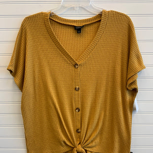 Primary Photo - BRAND: TORRID STYLE: TOP SHORT SLEEVE COLOR: GOLD SIZE: 1X SKU: 117-117120-23824