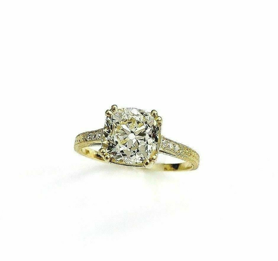 1920's Art Deco Designed 2.33 Carats Old Mine Cushion Center Engagement Ring 18K