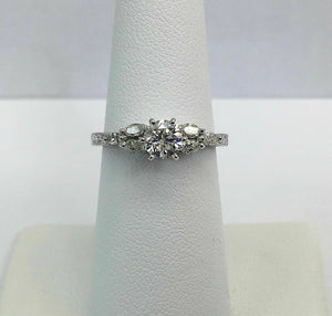 0.84 Carat t.w. Diamond Wedding/Engagement Ring Center 0.54 Carat F-G VS2