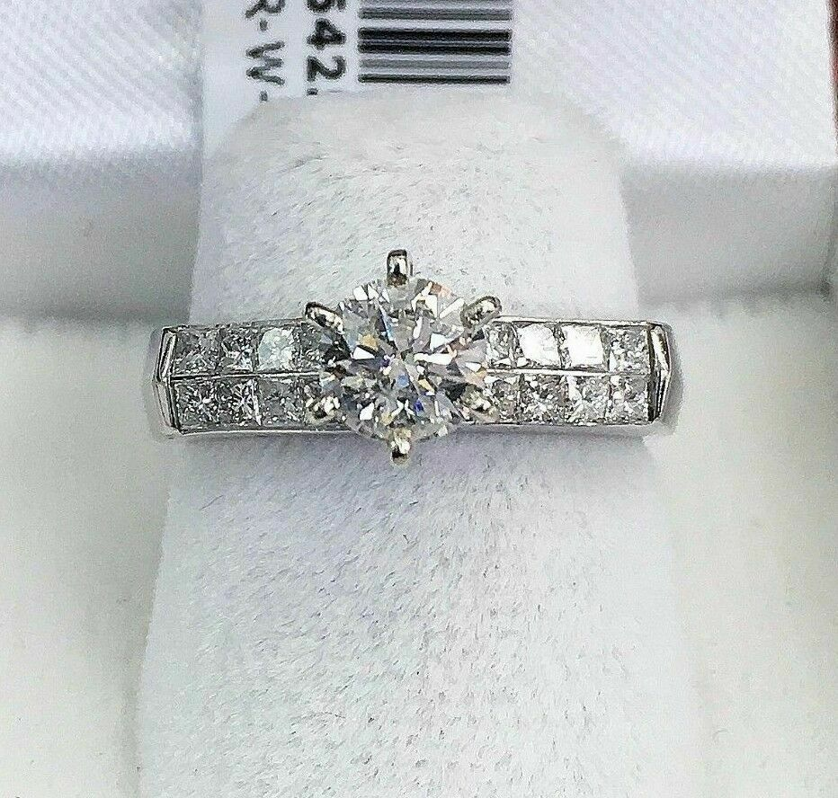 1.31 Carats t.w. Diamond Wedding/Engagement Ring 0.81 Carat Center Diamond 14K