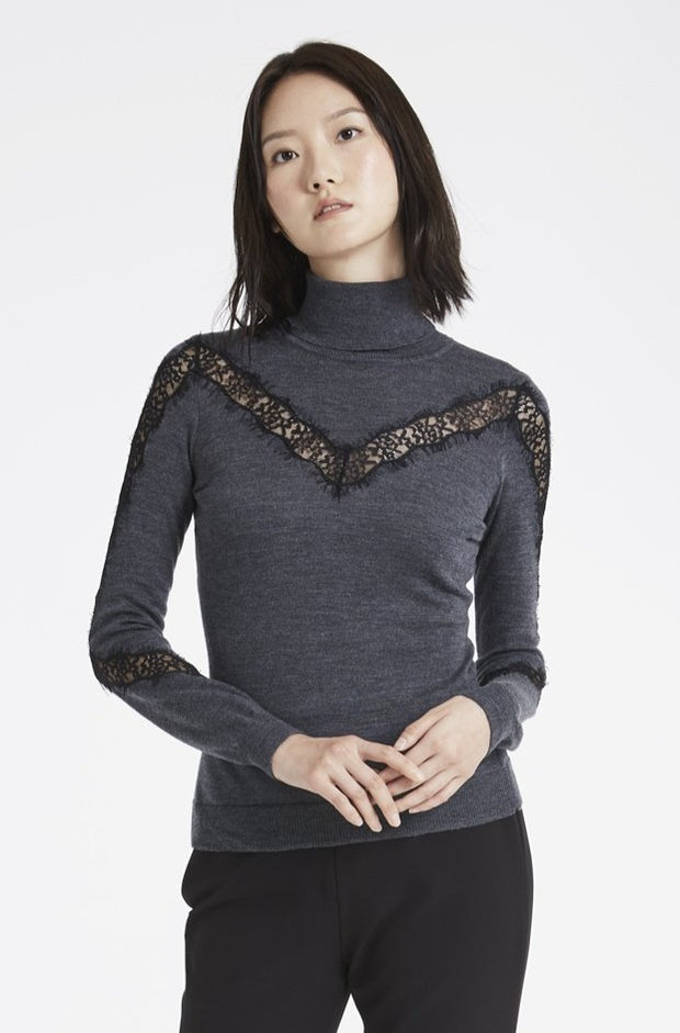 LACE INSERT TURTLENECK