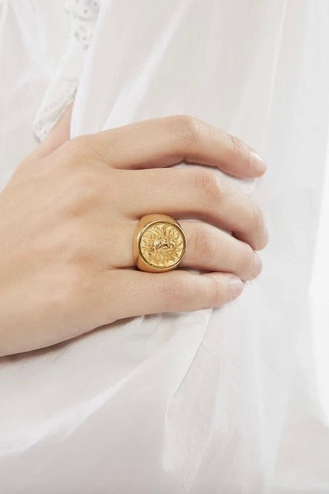 TARA LION SIGNET RING