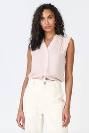 BUTTON DOWN PLEATED PLACKET TOP