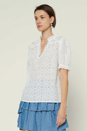 EYELET SPLIT NECK SS TOP