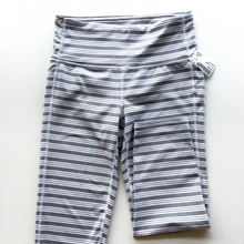 Load image into Gallery viewer, Athleta Athletic Capris Size S