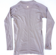 Load image into Gallery viewer, Lululemon Athletic Long Sleeve Size S (4 6)