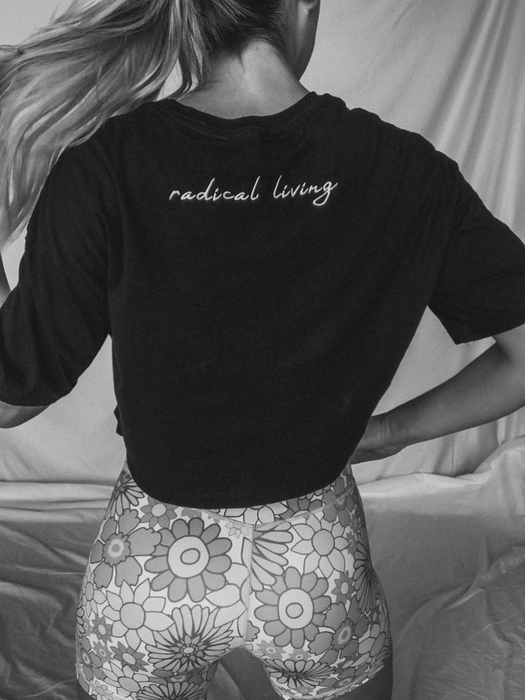RADICAL LIVING embroidered tee - Mae Cargo