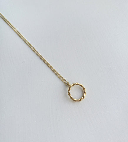 Twisted empty circle necklace