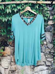 Mint Top With Leopard Contrast Plus