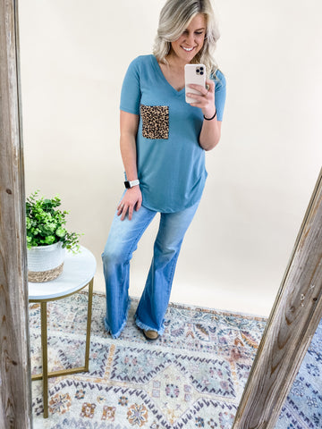 BLUE GREY LEOPARD POCKET TEE