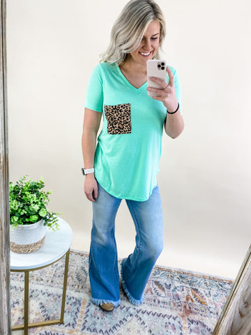GREEN MINT LEOPARD POCKET TEE