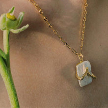 Load image into Gallery viewer, Fashion Hug Necklace