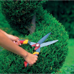Trimming with WOLF GARTEN Hedge Shears