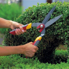 Cutting easy with WOLF GARTEN Hedge Shears
