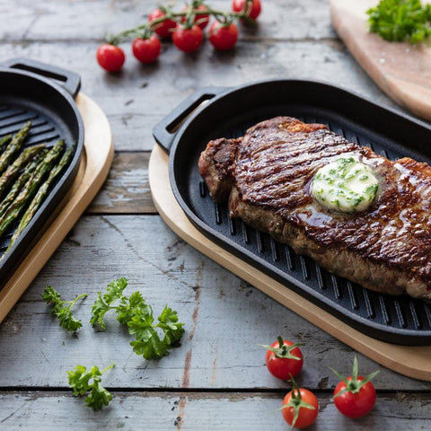 Ooni | Cast Iron GRIZZLER Griddle Pan with Removable Handle & Thick Wooden Trivet