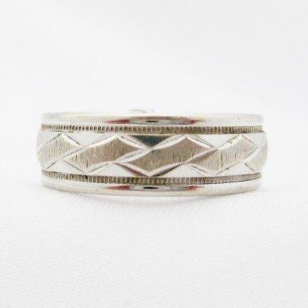 Etched White Gold Gentlemen's Wedding Band