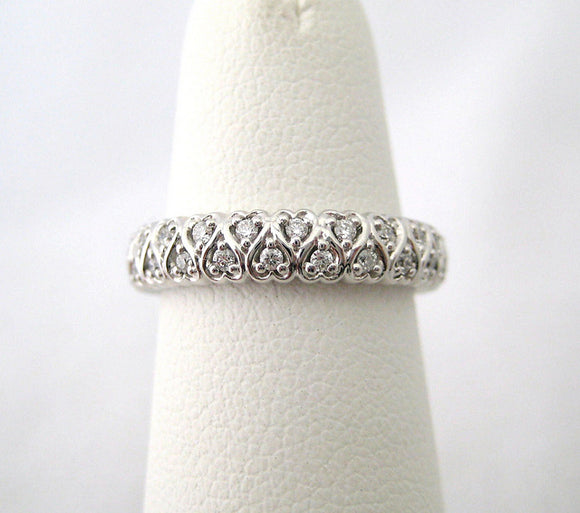 Intertwined Heart Designed Diamond Band