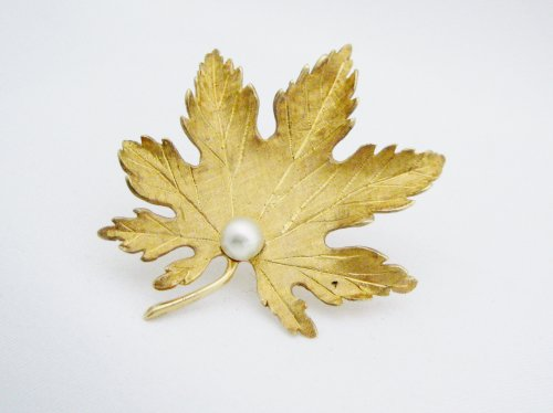 Gold Leaf Pin with 1 Pearl
