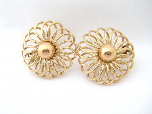 Retro Gold Earrings With Open Wire Twist Design