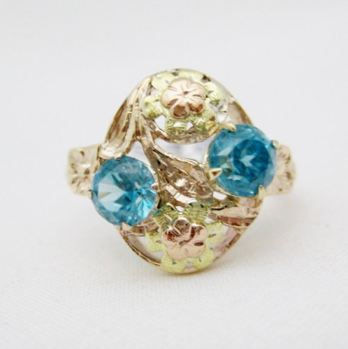 Zircons set in Rose and Yellow Gold Ring