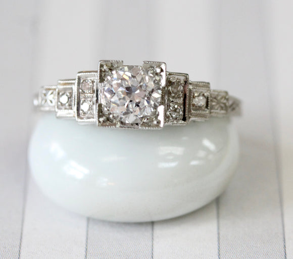Gorgeous ~ Vintage Illusion Head Diamond Ring
