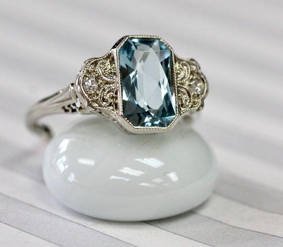 Vintage ~ Aquamarine & Diamond Ring