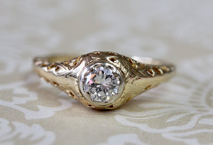 Flattering VINTAGE Diamond Ring