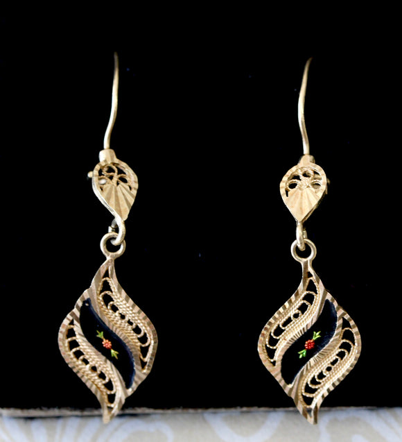 Artfully crafted Enamel & Gold Earrings