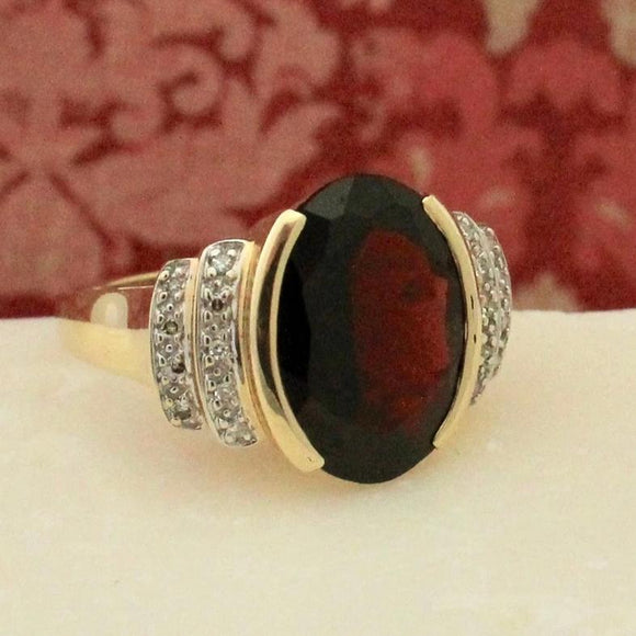 Grand Garnet & Diamond Ring