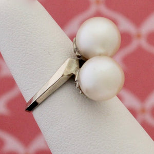 Vintage Cultured Pearl Ring in a bypass setting