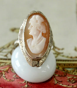 Lovely ~ Vintage Shell Cameo Ring