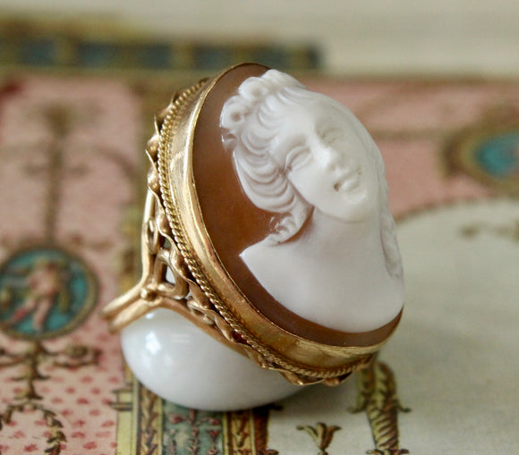 Graceful ~ Shell Cameo ring