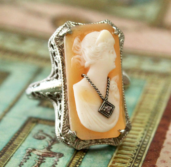 CLASSY Vintage ~ Shell Cameo Ring