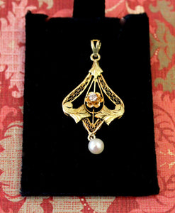 Elegant & Fun ~ Diamond and Pearl Pendent
