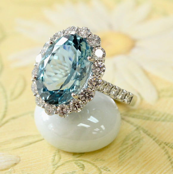 AMAZING ~ Platinum Aquamarine & Diamond Ring ~ WOW