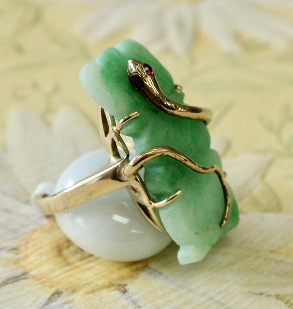 Interesting & Fun ~ Jade Stone ring with snake design