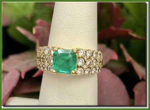 WOW ~ Emerald Ring with Sparkling White Diamonds